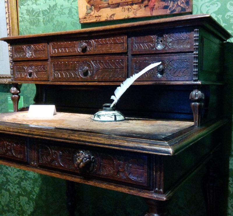 Table de travail de Victor Hugo