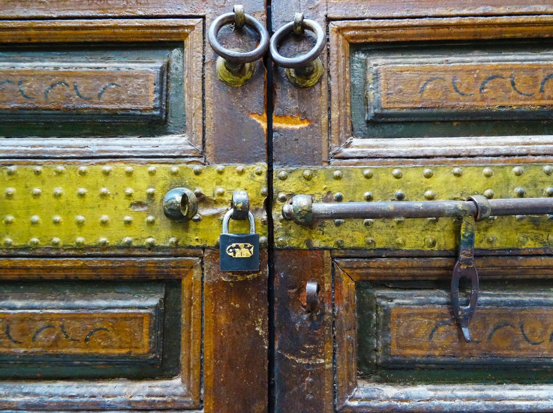 Porte dans le palais de la Bahia à Marrakech.