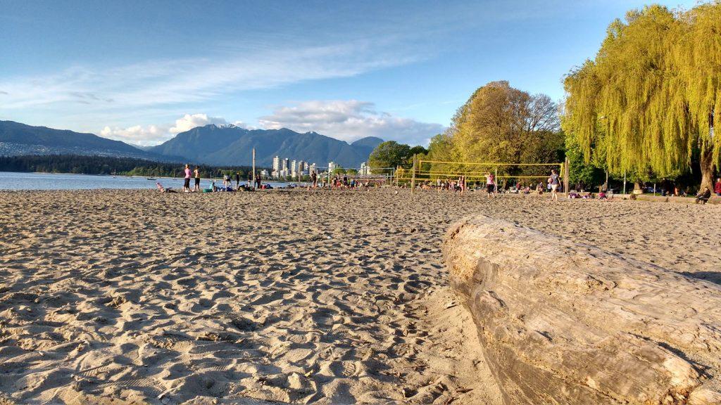 Plage au soleil couchant à vancouver : Kitsilano Beach