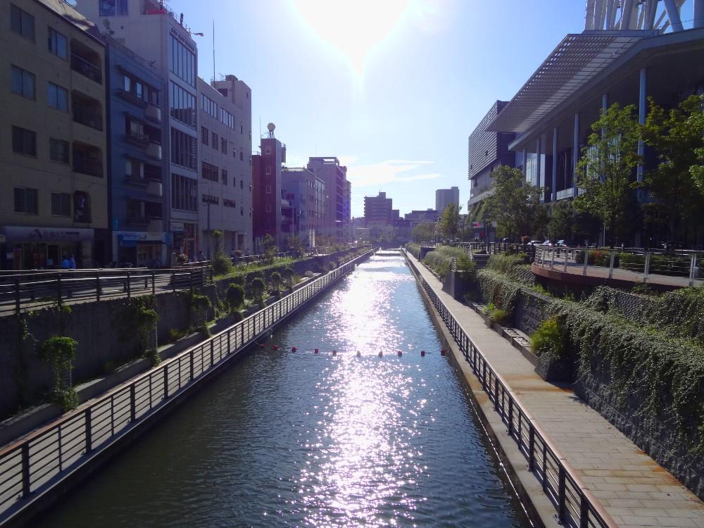 Au nord du quartier de Ryogoku, les habitations bordent le canal (Tokyo)