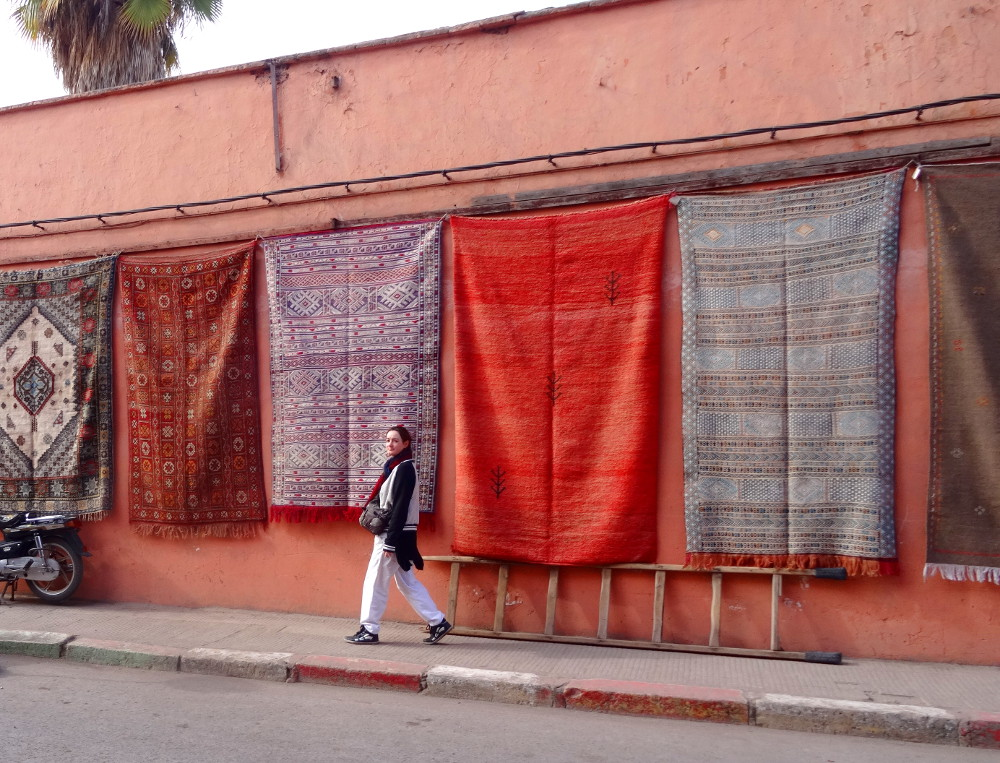 Mur de tapis à Marrakech