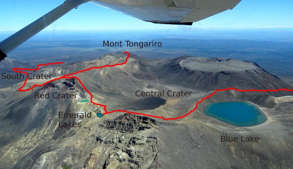 Vue aérienne du Tongariro Alpine Crossing - prise lors de notre survol en avion de lu Parc Naturel la veille de la randonnée