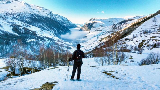 Alpes en hiver : montagne et Lac du pontet - vue